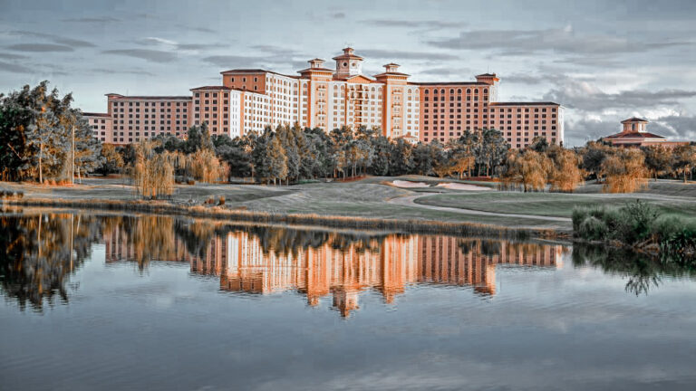 The grounds of the Rosen Shingle Creek at impeccable