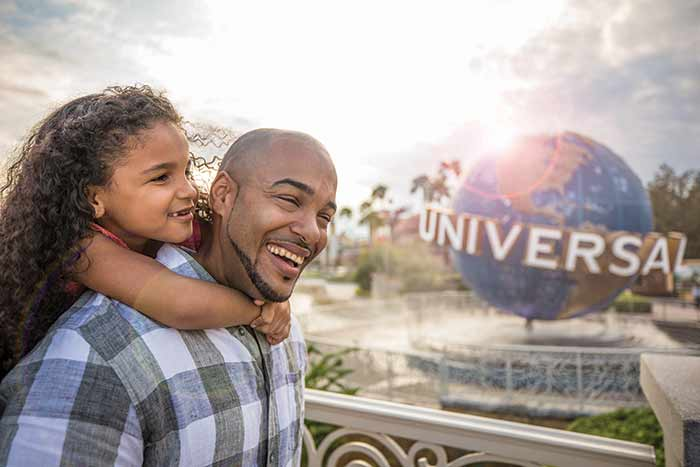 UOR_Globe_Dad-Daughter-closeup_39A7779